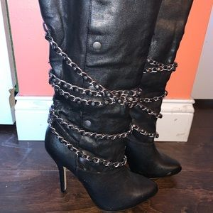 Bakers black leather boots size 9 chain detail
